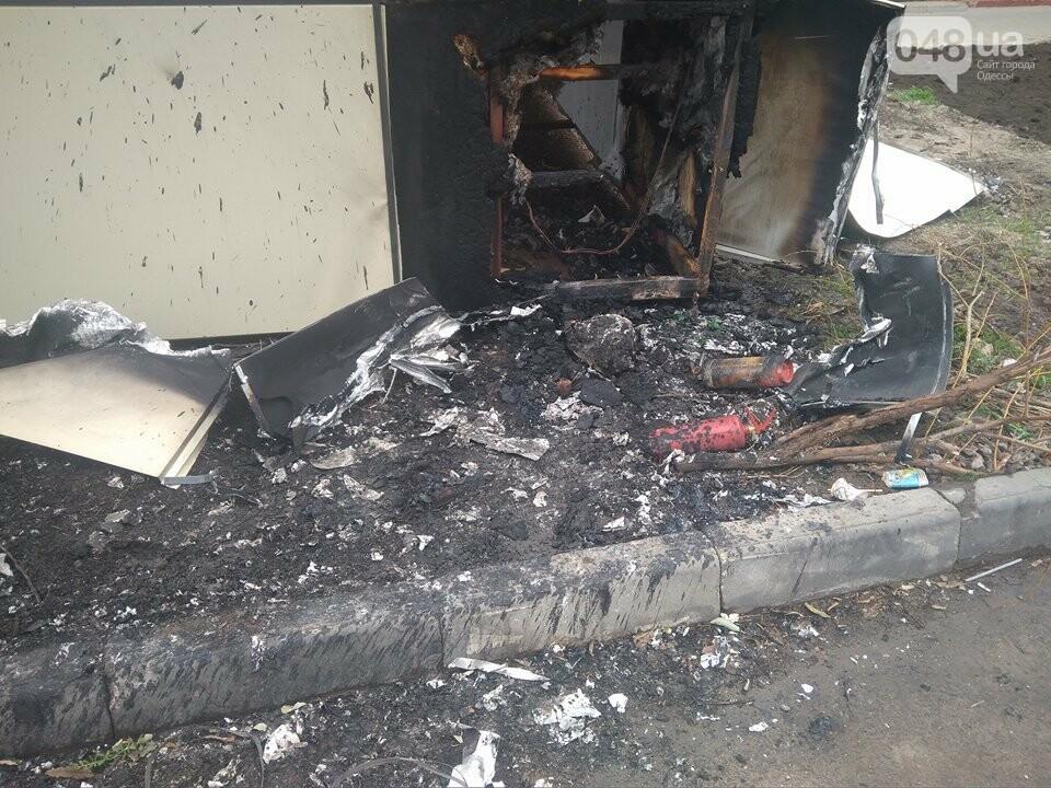 В Одессе неизвестные сожгли магазин и BMW (ФОТО), фото-2