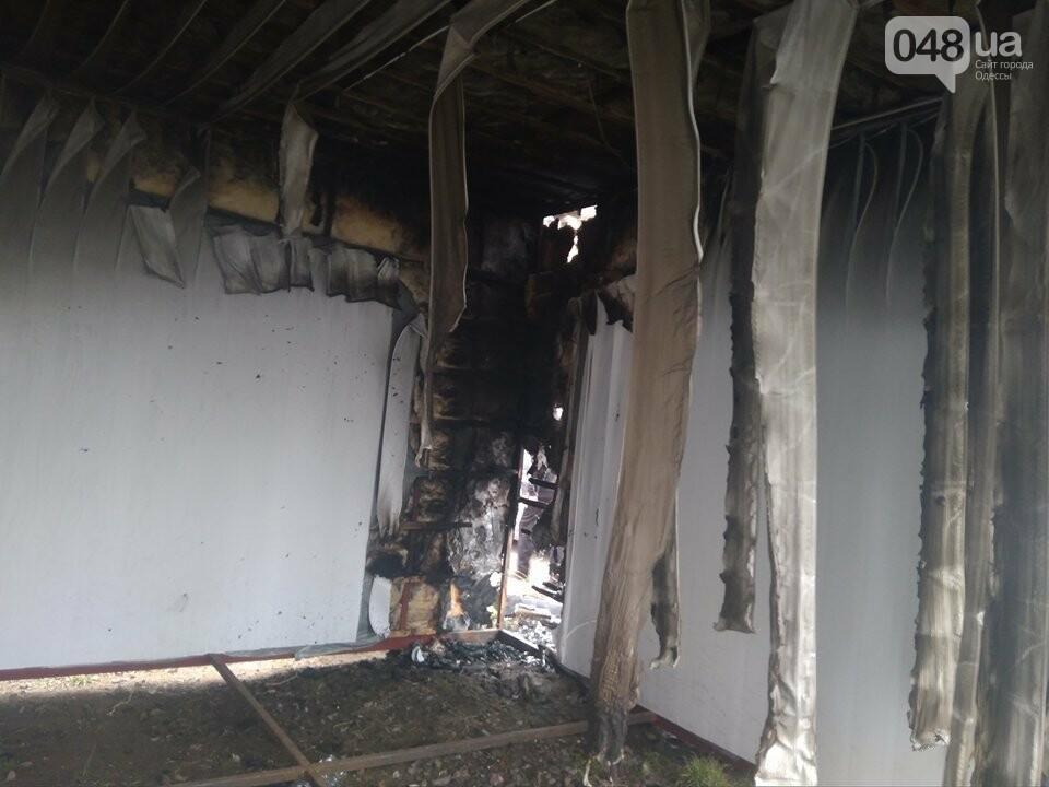 В Одессе неизвестные сожгли магазин и BMW (ФОТО), фото-5