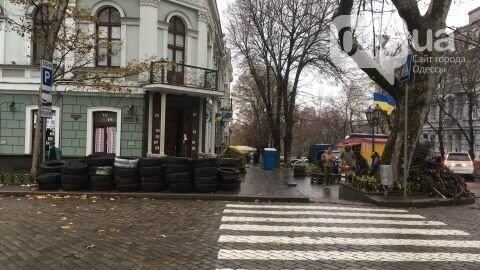 Одесса зажигает: Под прокуратуру привезли шины (ФОТО), фото-4