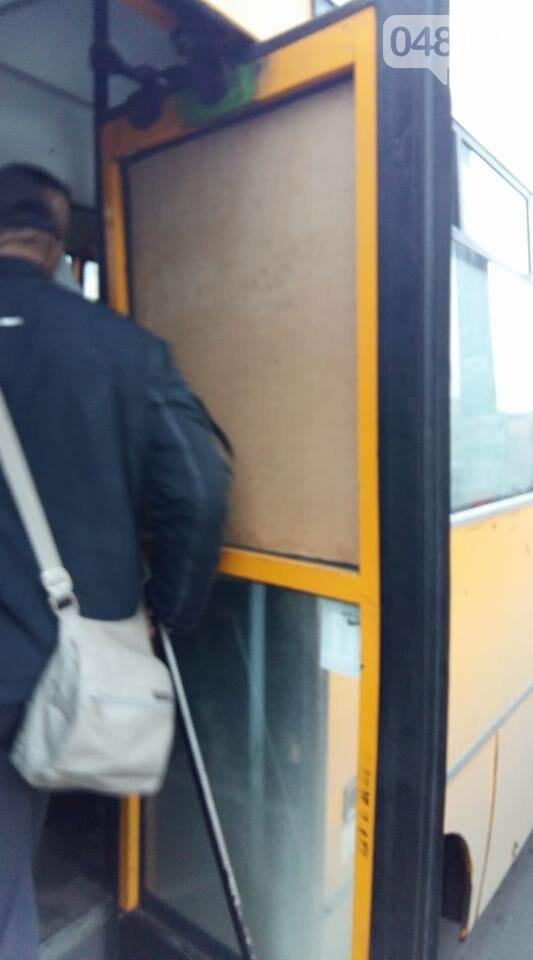 В одесской маршрутке вставили фанеру вместо окон, но по 7 гривен сойдет (ФОТО), фото-2