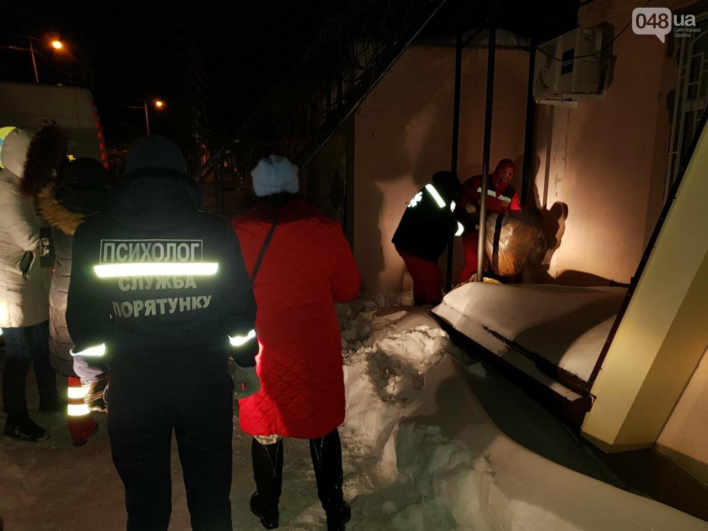 В Одессе на улице спасли замерзающего бездомного, фото-1