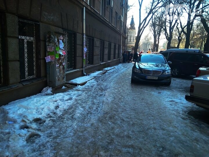 Коммунальный коллапс: В Одессе по льду не добраться даже в поликлиники (ФОТО), фото-1