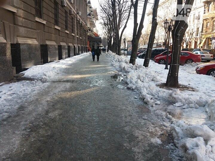 Центр Одессы: грязь, лёд, угрожающие прохожим сосульки (ФОТО, ВИДЕО), фото-28