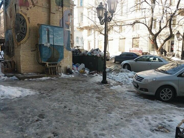 Центр Одессы: грязь, лёд, угрожающие прохожим сосульки (ФОТО, ВИДЕО), фото-11