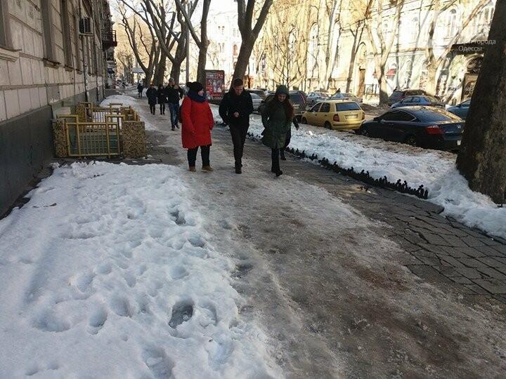 Центр Одессы: грязь, лёд, угрожающие прохожим сосульки (ФОТО, ВИДЕО), фото-16