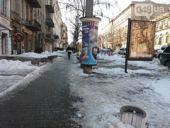 Центр Одессы: грязь, лёд, угрожающие прохожим сосульки (ФОТО, ВИДЕО), фото-30