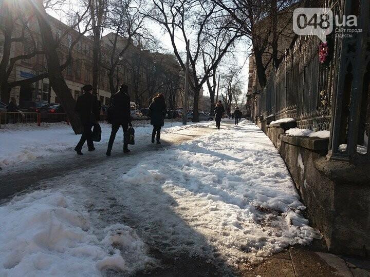 Центр Одессы: грязь, лёд, угрожающие прохожим сосульки (ФОТО, ВИДЕО), фото-18