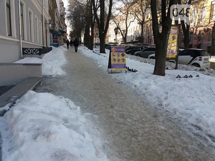 Центр Одессы: грязь, лёд, угрожающие прохожим сосульки (ФОТО, ВИДЕО), фото-19