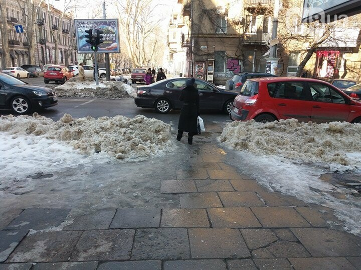 Центр Одессы: грязь, лёд, угрожающие прохожим сосульки (ФОТО, ВИДЕО), фото-31
