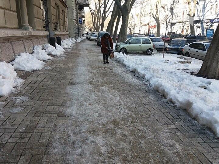 Центр Одессы: грязь, лёд, угрожающие прохожим сосульки (ФОТО, ВИДЕО), фото-32