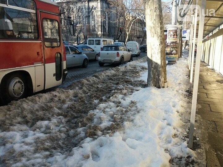Центр Одессы: грязь, лёд, угрожающие прохожим сосульки (ФОТО, ВИДЕО), фото-21
