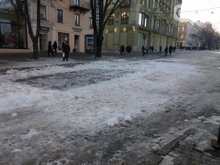 Центр Одессы: грязь, лёд, угрожающие прохожим сосульки (ФОТО, ВИДЕО), фото-23