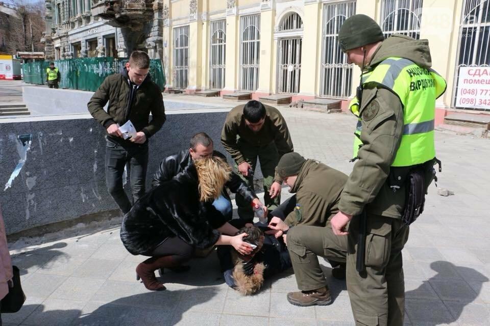 Не смешно: в Одессе весь день обрушения фасадов, есть пострадавшие (ФОТО, ВИДЕО) , фото-2