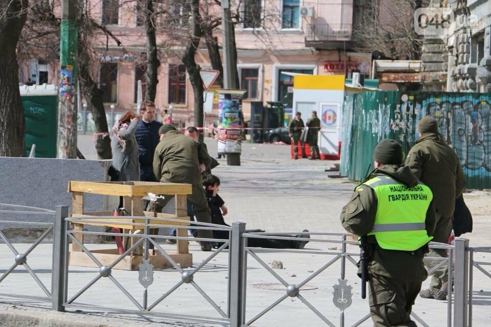 Не смешно: в Одессе весь день обрушения фасадов, есть пострадавшие (ФОТО, ВИДЕО) , фото-4