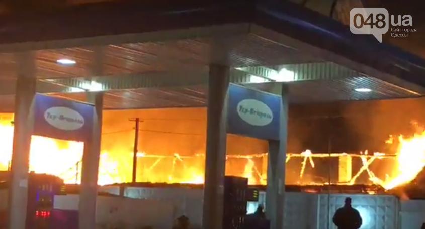 Сильный пожар в эти минуты разгорелся около одесской заправки (ФОТО, ВИДЕО), фото-3