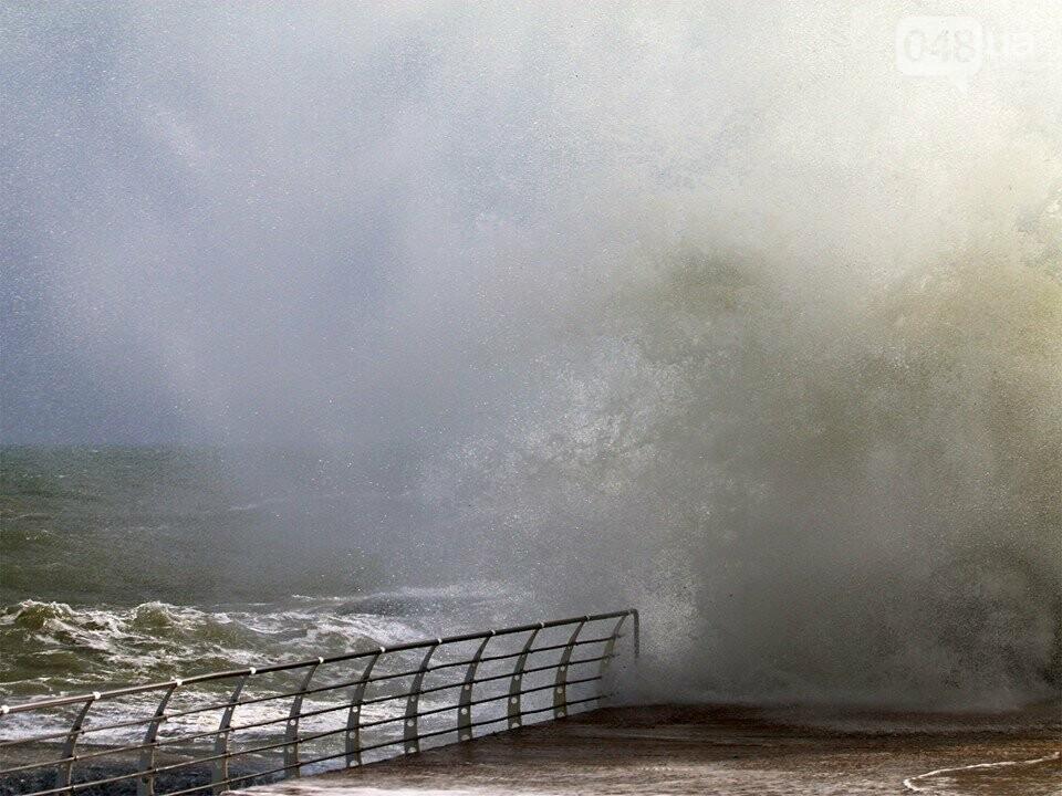 Мощный первоапрельский шторм попал в объектив одесского фотографа (ФОТО), фото-4
