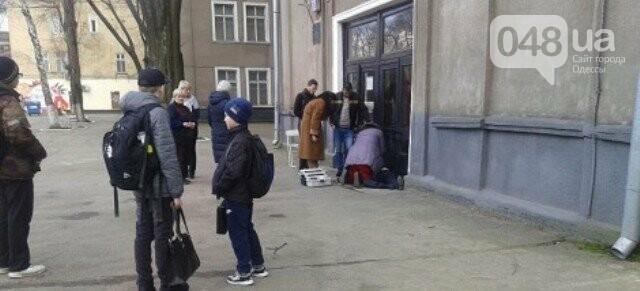 На пороге одесской школы умерла старушка, фото-1