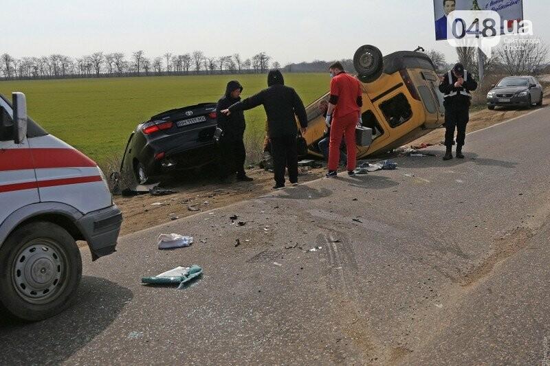 На переезде не пропустили одесскую скорую, которая везла пострадавших с аварии (ВИДЕО), фото-1