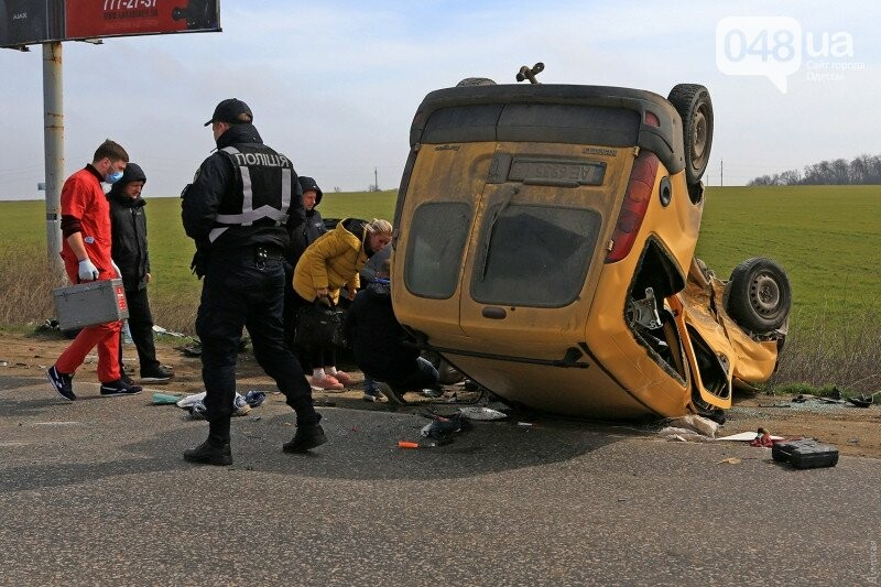 На переезде не пропустили одесскую скорую, которая везла пострадавших с аварии (ВИДЕО), фото-2