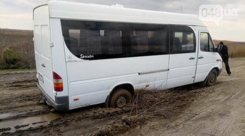 """В Одесской области на трассе """"утонул"""" в болоте рейсовый автобус (ВИДЕО) , фото-1"""