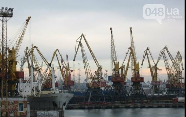 В крупнейшем морском порту Большой Одессы чиновники вывели 2,5 миллиона, фото-1