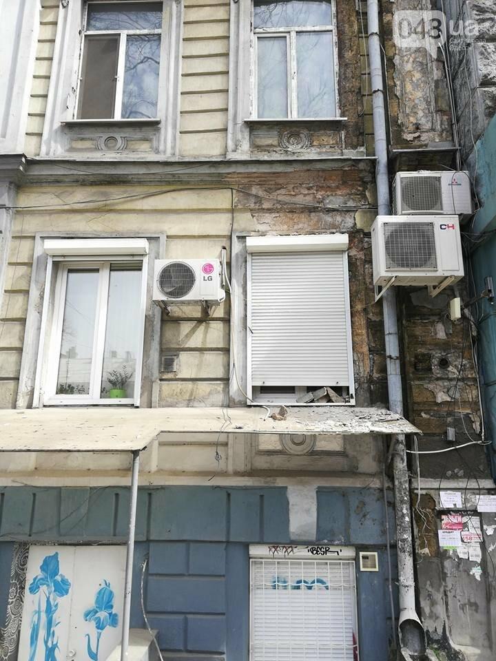 В Одессе обвалился фасад на Пушкинской (ФОТО), фото-2