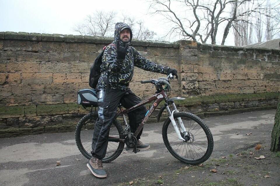 Известный одесский велоактивист отказался от заезда из-за разбитых дорог и фур , фото-1