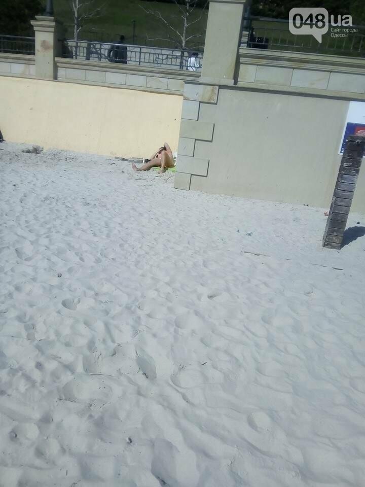 Через две недели после снега на пляжах Одессы загорают люди (ФОТОФАКТ), фото-1