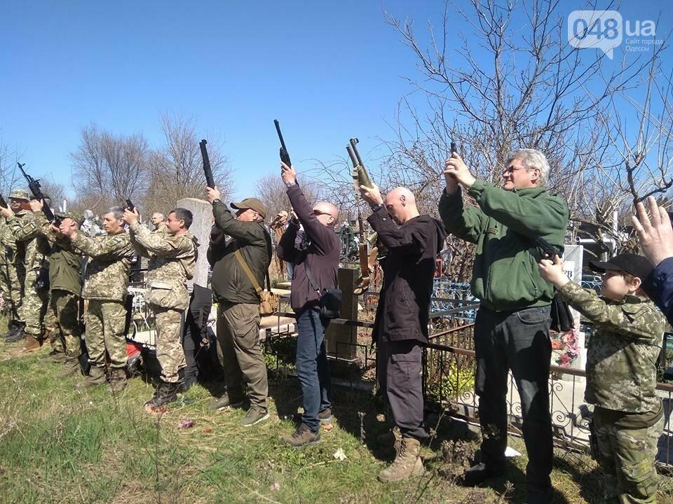 Сотни людей пришли проститься с известным одесским волонтером Виктором Погодиным (ФОТО, ВИДЕО) , фото-3