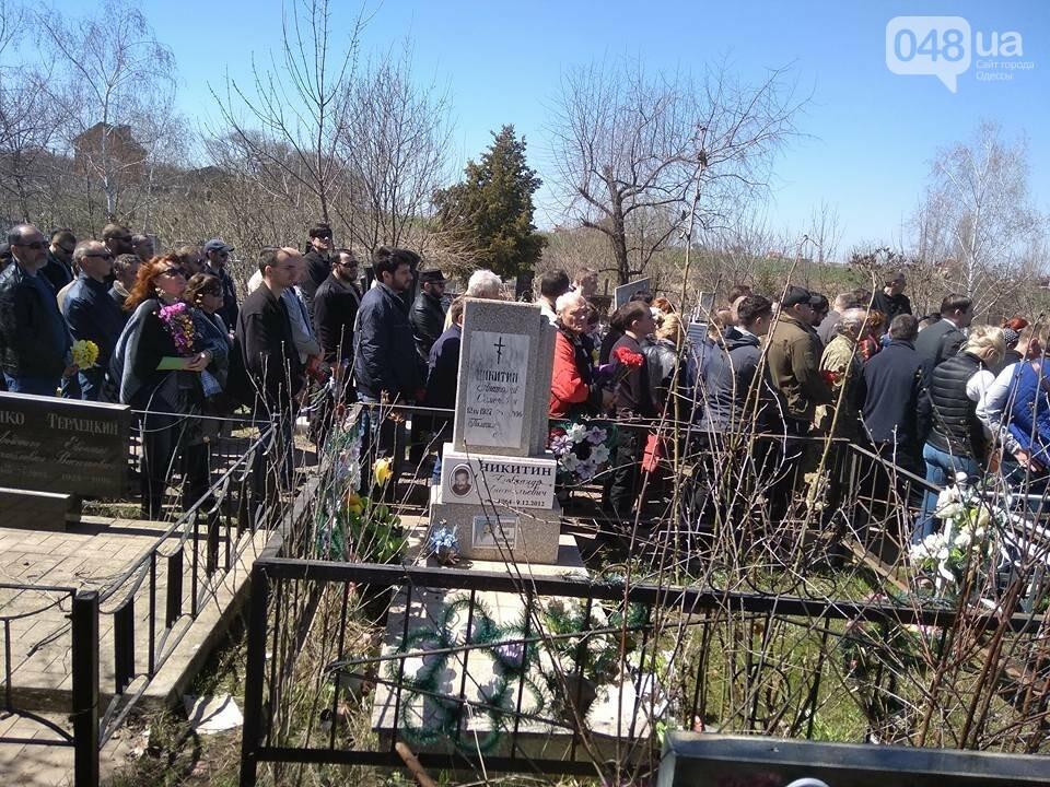 Сотни людей пришли проститься с известным одесским волонтером Виктором Погодиным (ФОТО, ВИДЕО) , фото-4