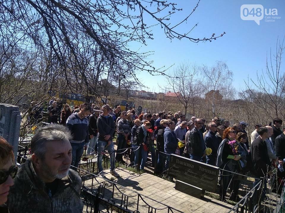 Сотни людей пришли проститься с известным одесским волонтером Виктором Погодиным (ФОТО, ВИДЕО) , фото-5