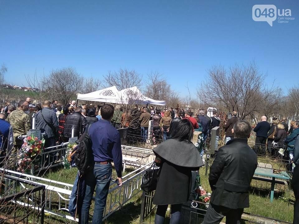 Сотни людей пришли проститься с известным одесским волонтером Виктором Погодиным (ФОТО, ВИДЕО) , фото-2