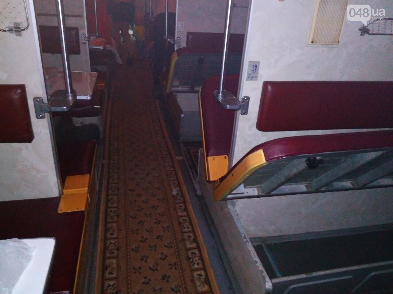 Одесситов возят в Днепр грязные и темные вагоны  (ФОТО) , фото-6