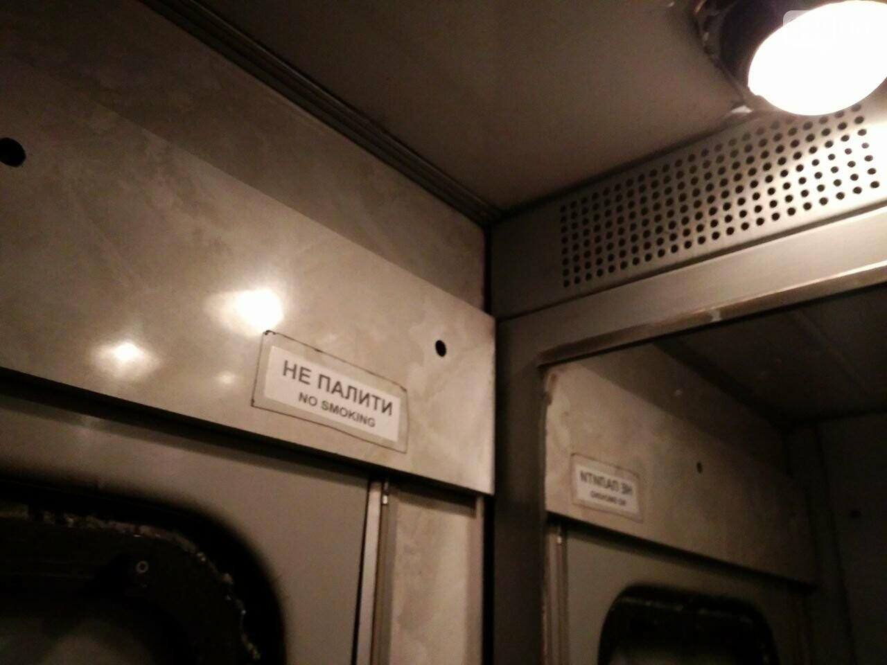 Одесситов возят в Днепр грязные и темные вагоны  (ФОТО) , фото-2