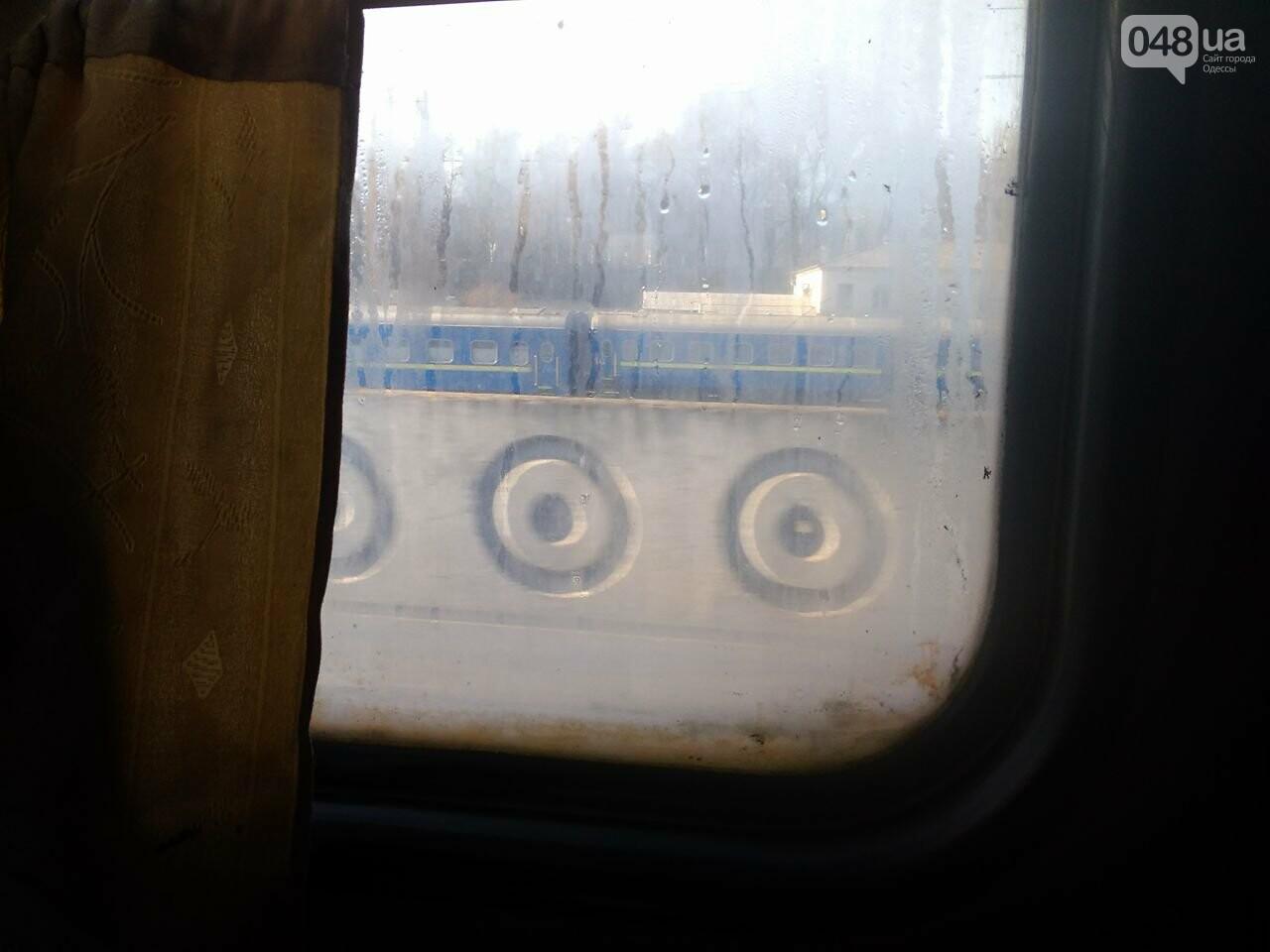 Одесситов возят в Днепр грязные и темные вагоны  (ФОТО) , фото-5