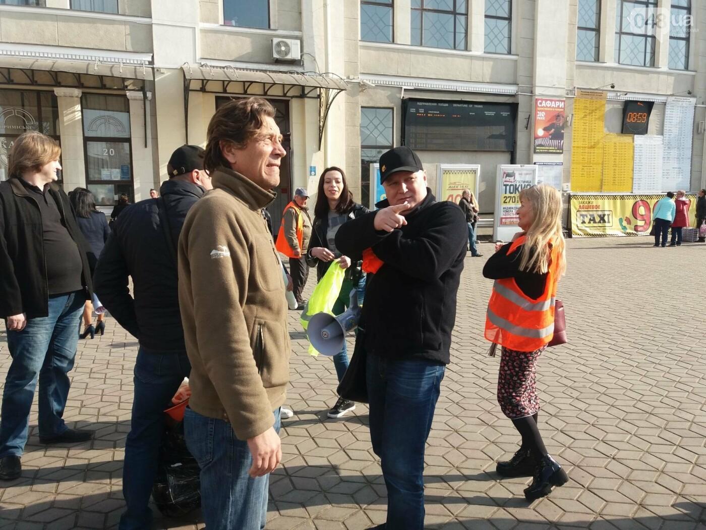 «Осторожно: мэр-хозяйственник» - в Одессе на вокзале туристам выдавали каски (ФОТО, ВИДЕО), фото-9