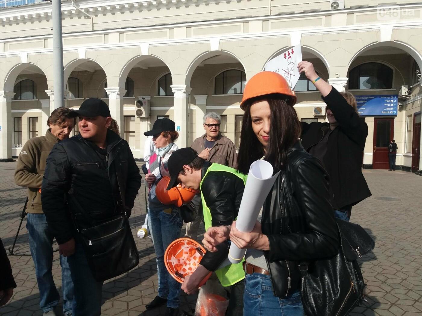 «Осторожно: мэр-хозяйственник» - в Одессе на вокзале туристам выдавали каски (ФОТО, ВИДЕО), фото-6