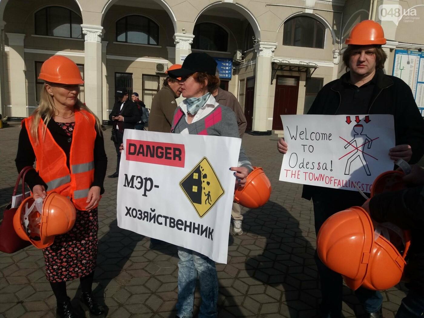 «Осторожно: мэр-хозяйственник» - в Одессе на вокзале туристам выдавали каски (ФОТО, ВИДЕО), фото-5