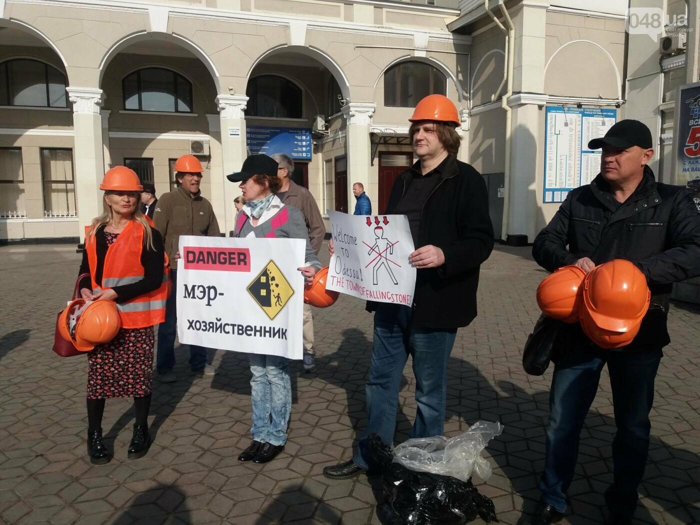 «Осторожно: мэр-хозяйственник» - в Одессе на вокзале туристам выдавали каски (ФОТО, ВИДЕО), фото-8