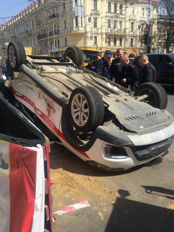 В центре Одессы перевернулась на крышу машина спасателей (ФОТО, ВИДЕО), фото-4