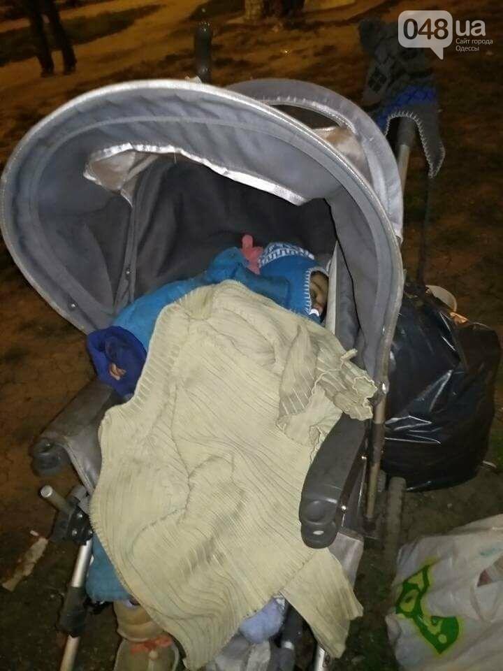 У одесского вокзала среди ночи нашли коляску с ребенком (ФОТО), фото-3