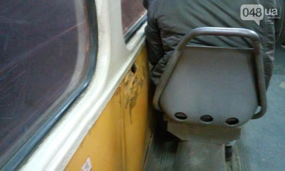 По Одессе колесит дырявый изнутри трамвай (ФОТО), фото-1
