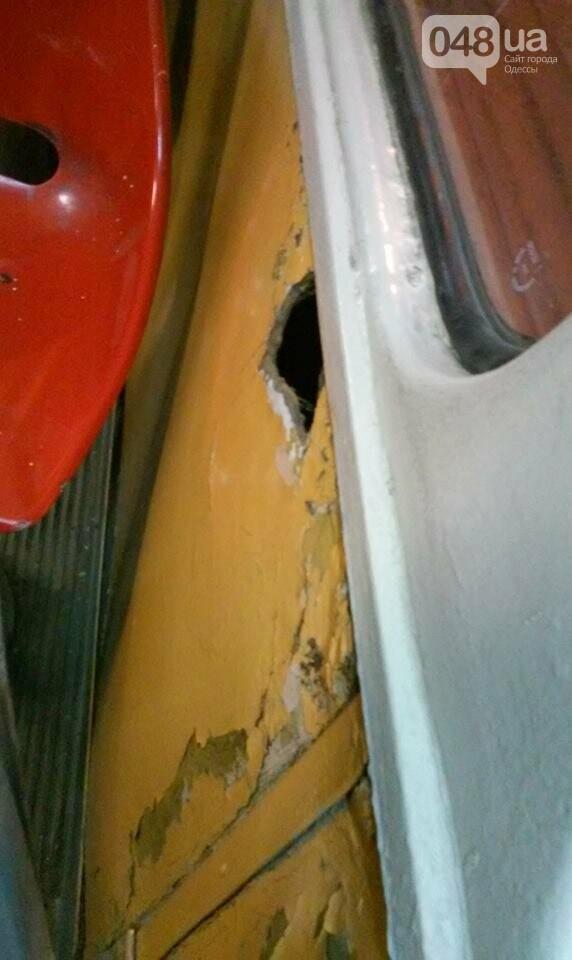 По Одессе колесит дырявый изнутри трамвай (ФОТО), фото-2