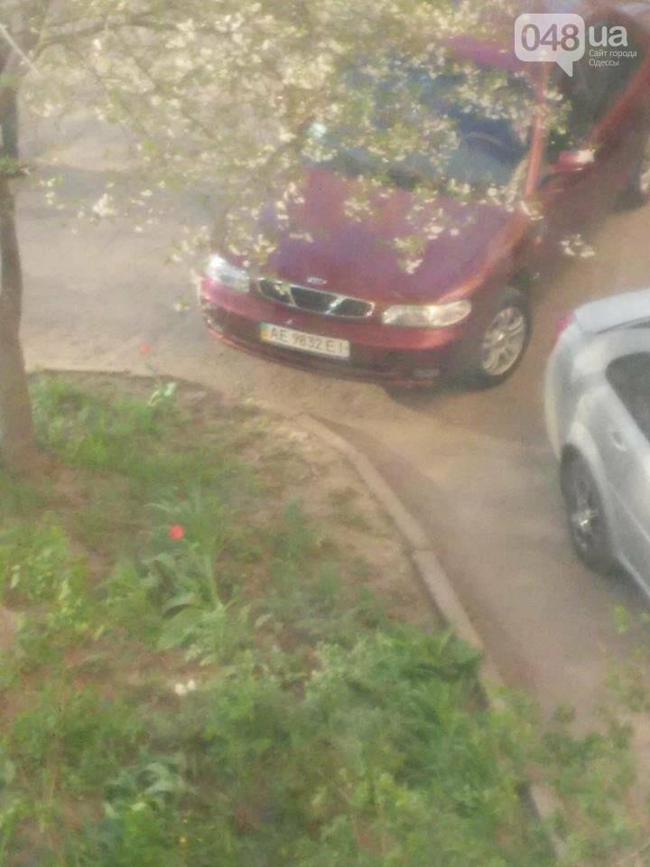 Мошенник выслал одесситке машину и требовал вынести телефон (ФОТО), фото-1