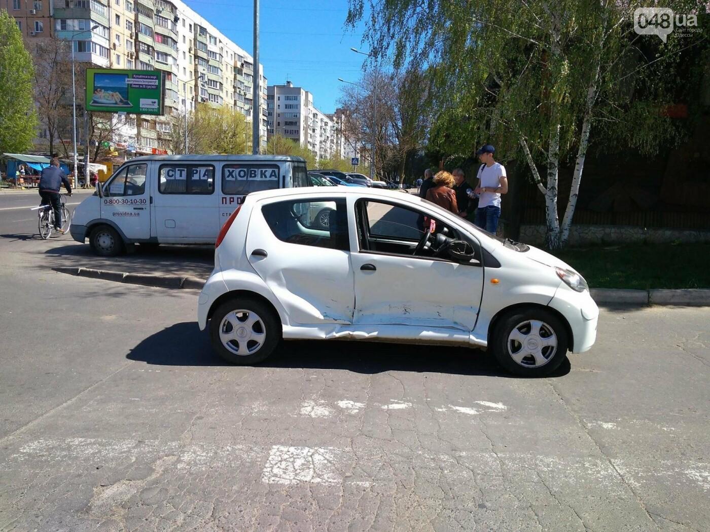 На Котовского в Одессе огромный джип протаранил маленькую женскую машинку (ФОТО), фото-3