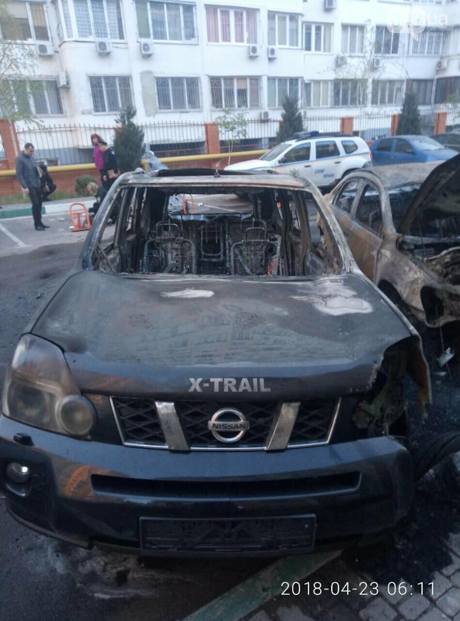 На стоянке в Одессе сгорели четыре авто (ФОТО), фото-2