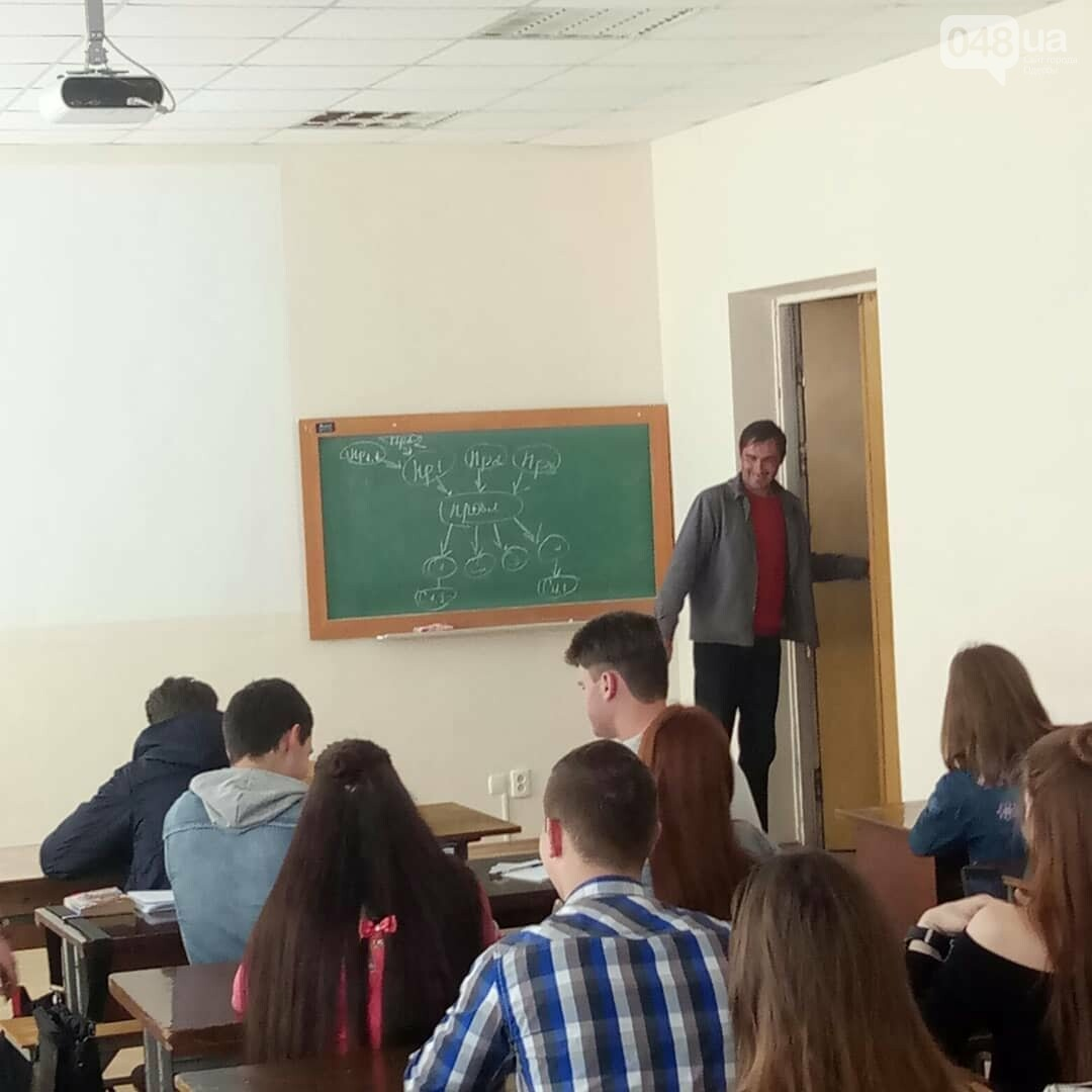Погромче, на всю аудиторию! В Одесском политехе пьяный мужчина сорвал занятия (ВИДЕО, ФОТО), фото-1