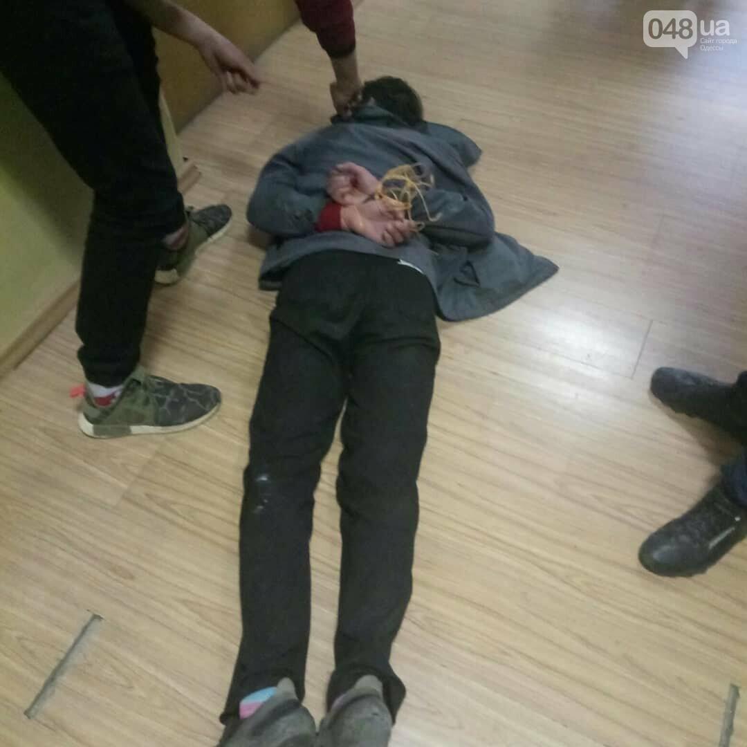 Погромче, на всю аудиторию! В Одесском политехе пьяный мужчина сорвал занятия (ВИДЕО, ФОТО), фото-5