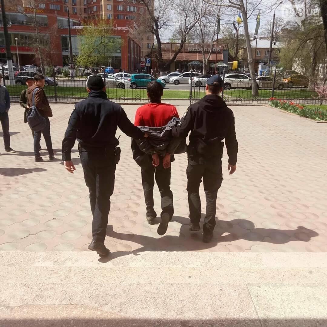 Погромче, на всю аудиторию! В Одесском политехе пьяный мужчина сорвал занятия (ВИДЕО, ФОТО), фото-6