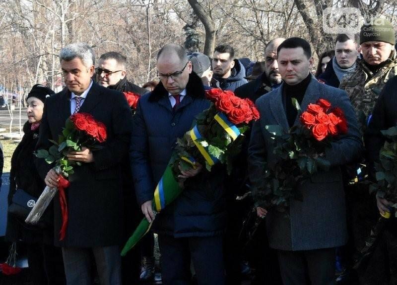 Руководство Одесской ОГА тратит по 14 тыс. гривен на возложение цветов к одному памятнику , фото-1